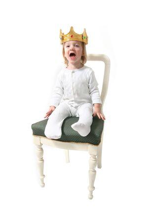 Child � re. toddler con corona isolato sul simbolo bianco per righello