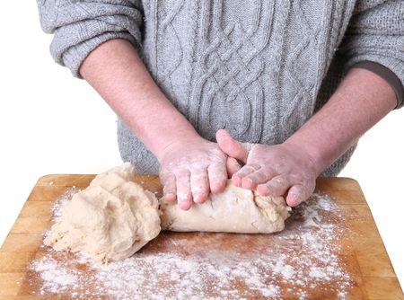 making bread: Panettiere impastare la pasta. mani, rendendo il roll-out pagnotta di pane Archivio Fotografico
