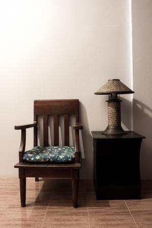 vintage lamp on wood table Imagens