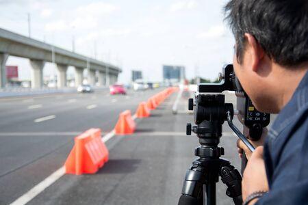 radar gun: coger exceso de velocidad los conductores con una pistola de radar