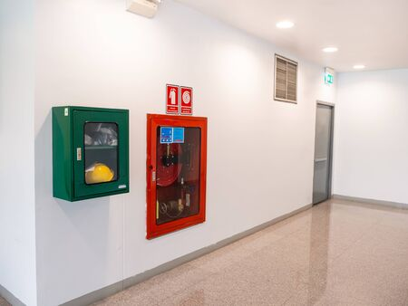 fire extinguisher cabinet in the office building For preparing to prevent fire Banque d'images