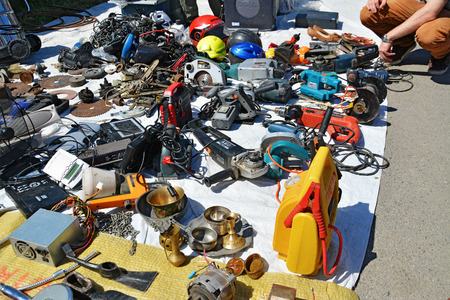 CLUJ-NAPOCA, ROMANIA - AUGUST 02, 2015: Hand tools, secondhand power machinerie, used household objects for sell at the flea market. Редакционное