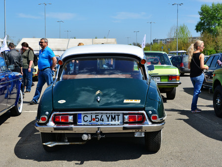 pallas: CLUJ-NAPOCA, ROMANIA - APRIL 16, 2016: 1974 Citroen DS23 Pallas � Series 3 (1968�1976) with four headlights under glass on display at the 2016 Retro Spring Parade. Editorial
