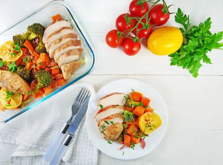 Roasted chicken with sweet potatoes and vegetables on white plate. Top view, overhead, Banque d'images