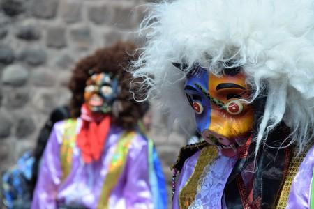 쿠스코, 페루에서 거리 축하에서 눈부신 마스크