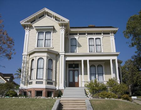 angeles: Old Victorian Home