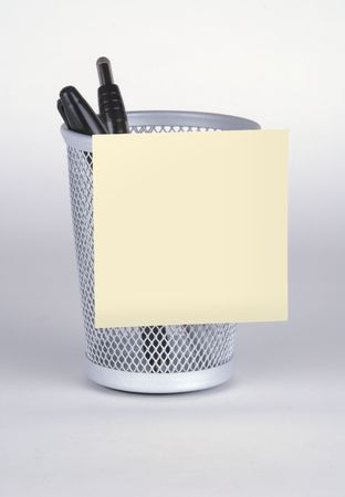 Blank Post-It Note on Pen Holder Banco de Imagens