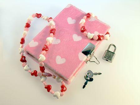 faux: Giovani ragazze diario. Eco-pelliccia rosa con il cuore.