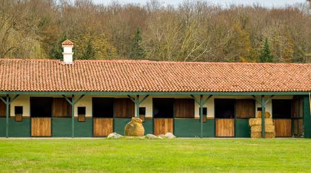 Horse stables empty Standard-Bild - 118115936