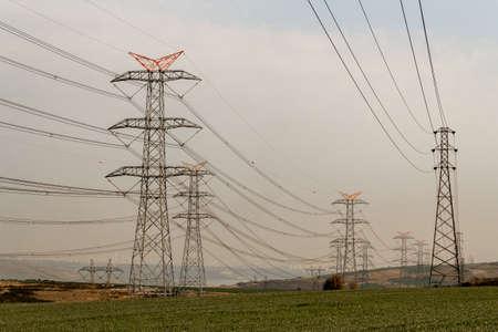 Electricity pylons at sunset, power transmission lines 版權商用圖片