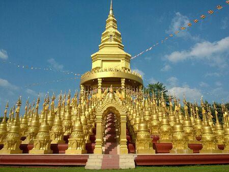 gold: 500 gold pagodas. Watpaswangbun Saraburi Thailand.