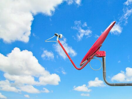 satellite dish: Antena parabólica rojo