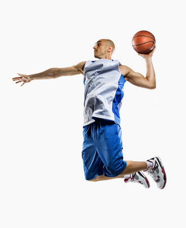 Jugador de baloncesto aislados en blanco Foto de archivo
