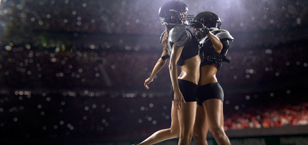 アクションでアメリカン フットボール選手の女性 写真素材