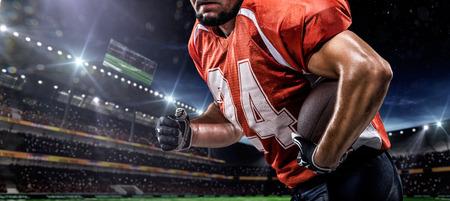 pelotas de futbol: Jugador deportista de f�tbol americano en el estadio