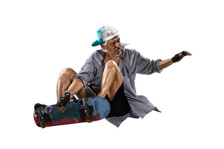 Geïsoleerde oude man skater op de witte achtergrond