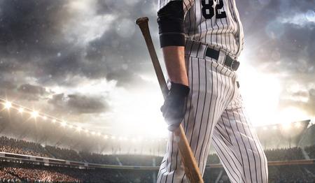 baseball dugout: Jugador de b�isbol profesional en la acci�n en Grand Arena
