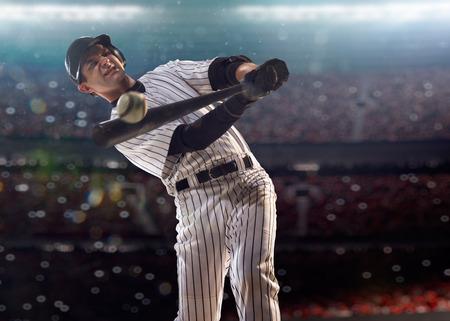 Joueur de baseball professionnel en action sur Grand Arena Banque d'images - 35618418