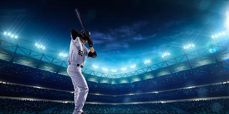 밤에 그랜드 경기장에서 프로 야구 선수