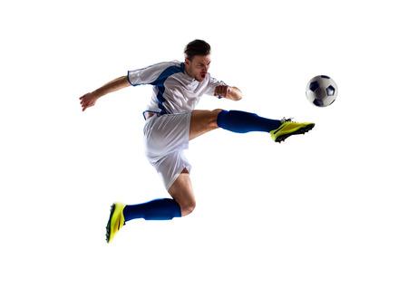 boy jumping: jugador de f�tbol de f�tbol en la acci�n aislada de fondo blanco