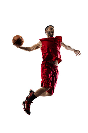 jugar: El jugador de baloncesto en la acción aislada en el fondo blanco Foto de archivo