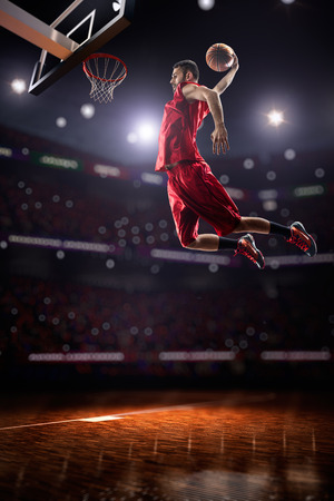 Jugador de baloncesto en la acción
