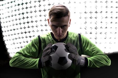 arquero futbol: Portero en verde listo para ahorrar en los aspectos más destacados