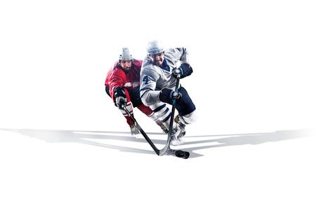 얼음에 스케이트 전문 하키 선수. 흰색에 고립