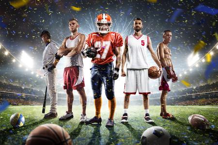 balones deportivos: para practicar diversos deportes jugadores orgullosos Collage sobre Grand Arena Foto de archivo
