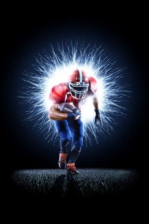 American Football Spieler in Aktion isoliert auf den schwarzen Standard-Bild - 82856438