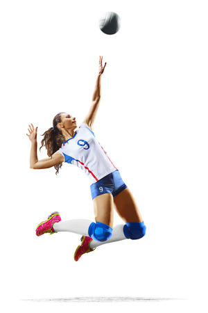 Vrouwelijke professionele volleyballspeler die op wit wordt geïsoleerd Stockfoto - 82914488