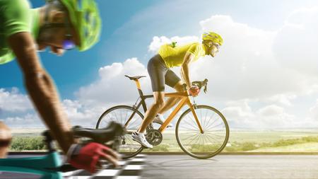 プロのロード自転車レーサーのアクション