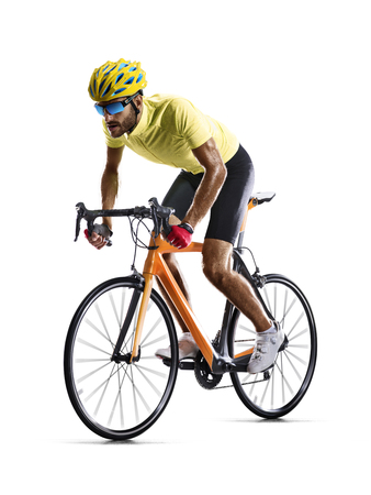 Professinal wegfiets racer geïsoleerd in beweging op wit