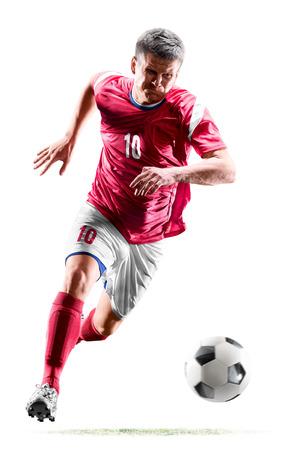 un uomo caucasico calciatore isolato su sfondo bianco