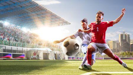 Joueurs de football en action le jour du panorama de fond du grand stade