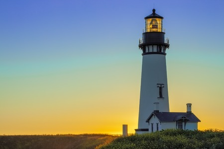 Yaquina Head Lighthouse at Sunset, Oregon, USA Banco de Imagens - 82835136