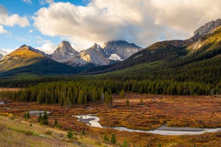 Autumnal colors in the the Canadian Rocky Mountains in Kananaskis, Alberta, Canada Banco de Imagens - 132711843