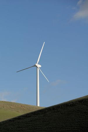 altamont pass: Stark White Electrical Power Generating Wind Turbine on Rolling Hills, Altamont Pass,  California Stock Photo