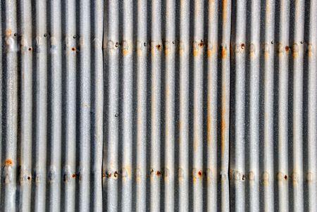 Hintergrund der gut getragen Wellblech Siding mit Spots von Rust