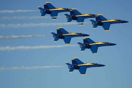 avion de chasse: Blue Angels Fly Dans Tight Formation (�ditorial) Banque d'images