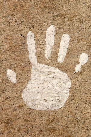 도시의 보도에서 자녀의 손을 노화 페인트