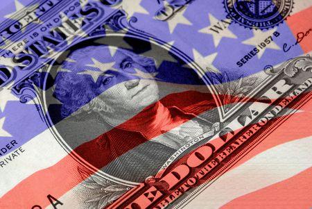 赤、白、および青のアメリカの旗の下でヴィンテージ 1957年アメリカ合衆国銀証明書