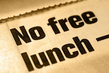 セレクティブ フォーカス マクロのない無料の昼食のニュースの見出し