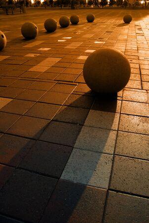 public park: Extreme silueta de las esferas de granito en parque p�blico con el pavimento mojado en Weber Point en Stockton California