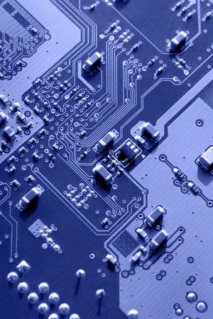 printed circuit board: Macro bleu des mod�les de carte de circuit imprim� et pi�ces �lectroniques, focus s�lectif conform�ment � la r�gle des tiers.