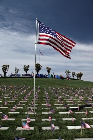 アメリカ国立軍事墓地でアメリカの旗 写真素材