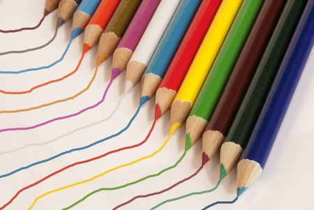 diagonal lines: Colored pencils with wavy lines drawn by each pencil.