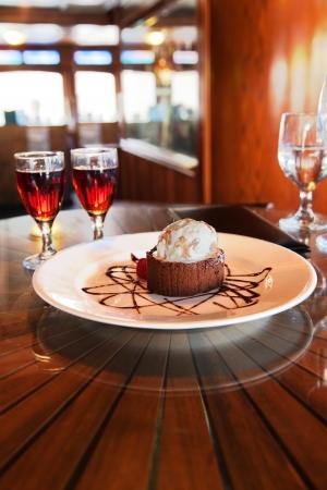 dessert plate: Piatto da dessert e cognac in restaraunt bene