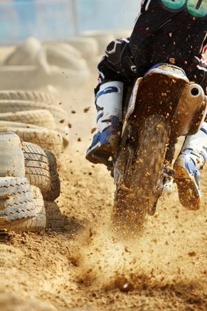 crossmotor toename van snelheid in track Stockfoto