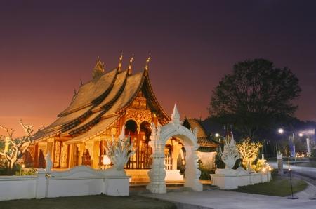日没でラオス木造寺院